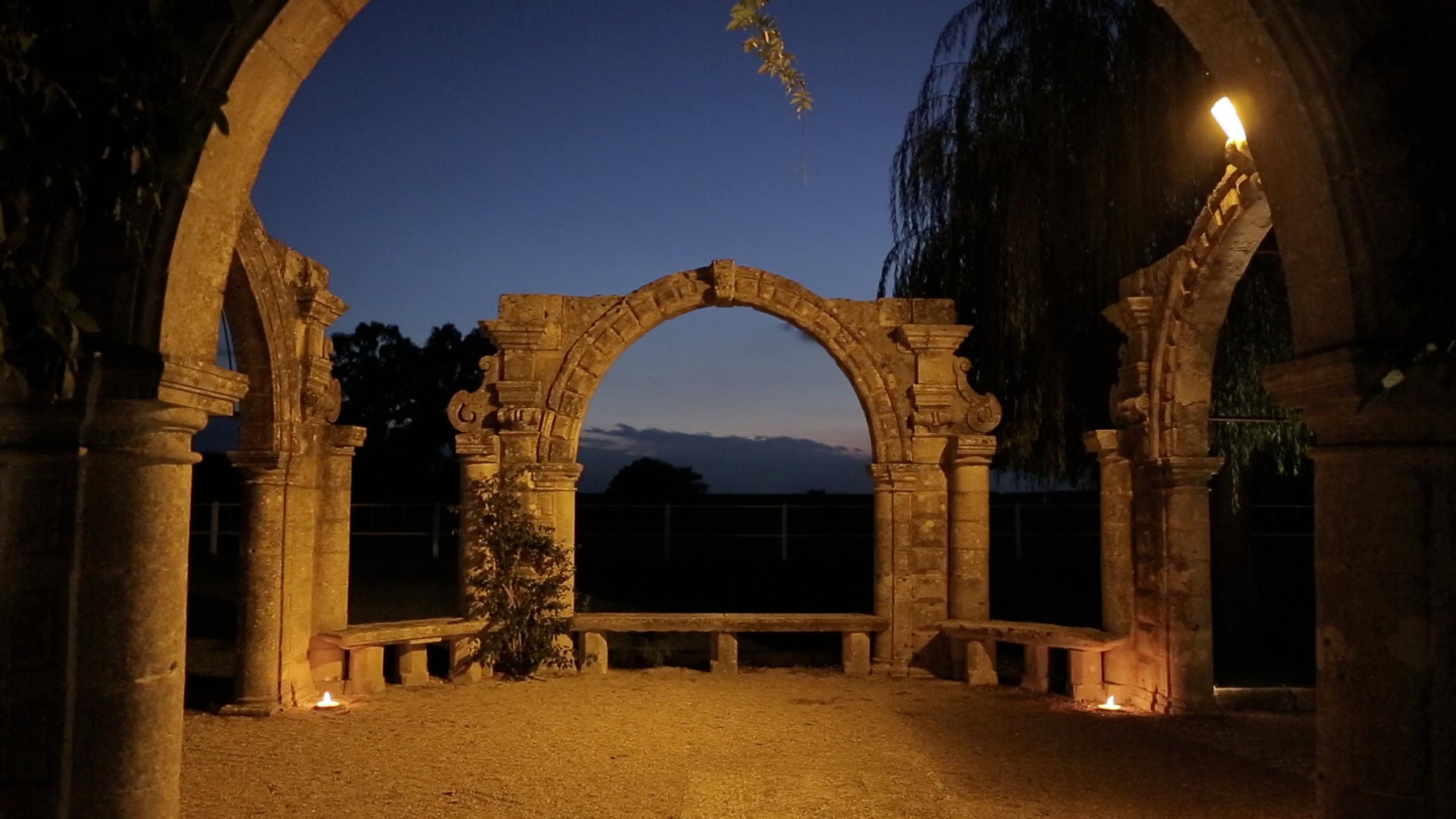 Masseria-Appidé-Arco-del-glicine-by-night