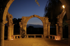 Masseria-Appidé-Arco-del-glicine-by-night